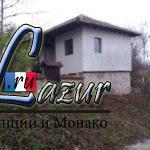 Двухэтажный дом в деревне в горной местности